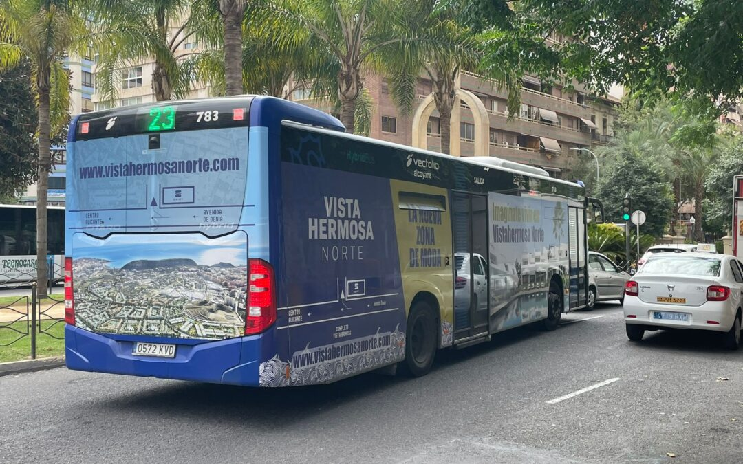 El autobús de Vistahermosa Norte recorre la ciudad y las playas de Alicante